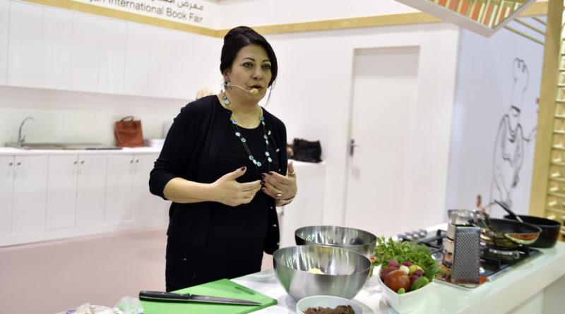 """مريم سينيايي تستعرض أسرار المطبخ الشرقي أمام جمهور """"الشارقة الدولي للكتاب"""""""