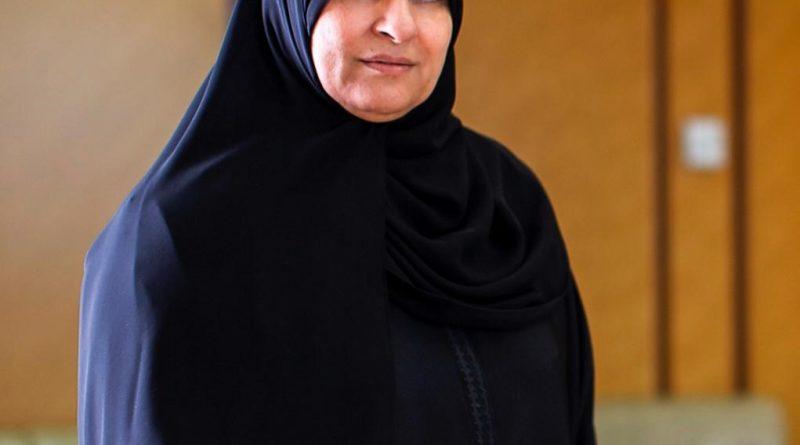 الرئيس الفرنسي يمنح سعادة رجاء القرق رئيسة مجلس سيدات اعمال دبي وسام جوقة الشرف من رتبة فارس