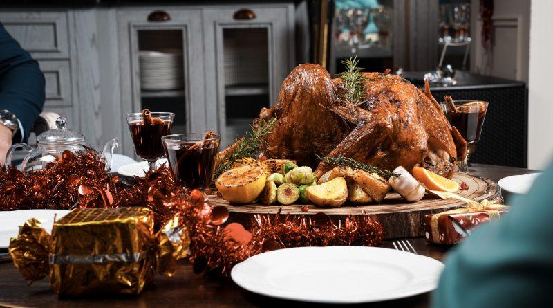 الاحتفال بعشية رأس السنة والاستمتاع بخدمة توصيل طبق الديك الرومي من مطعم ويسلودج الكندي لجعلها امسية لا تنسى