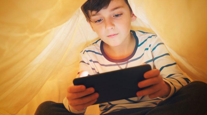 """مسؤولون: دراسة """"سلامة الطفل"""" تعزز وعي المجتمع بمخاطر استخدام الإنترنت ومواقع التواصل الاجتماعي"""